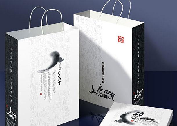知名手提袋、手挽袋设计公司,专业手提袋、手挽袋设计、宣传册设计及印刷。企业手提袋、手挽袋是企业对外展示与宣传的一个具有很强说服力的载体,同时也方便企业在公司内外等各个场所运用。因此,设计一个符合公司需要的高档企业手提袋、手挽袋,富有创意,又具有可读、可赏性的精美公司宣传册,是我们设计追求的基本要求。在手提袋、手挽袋设计制作创意的过程中,天娇会依据企业需求,产品特点进行优势整合,统筹规划,使设计在整体和谐中求创新,做到图片清晰、颜色搭配合理、内容连贯、整体围绕主题设计高档有创意,从而达到提升企业形象。 服务